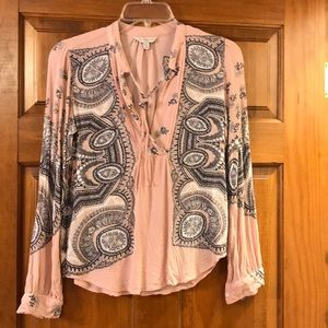 Lucky brand top XS. Long sleeve blouse.